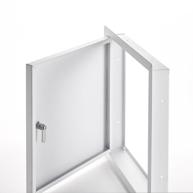 Panneau d'accès pour grandes ouvertures avec cadre apparent, barillet opéré par tournevis, penture piano