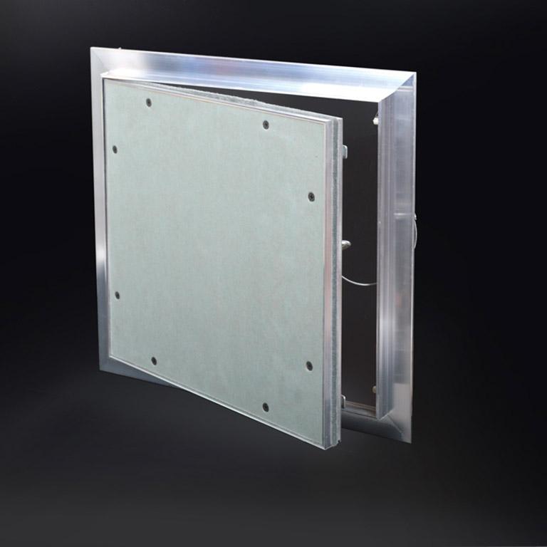 Panneau d'accès avec ½ po de retrait et avec cadre dissimulé, loquet à bouton-poussoir, charnière à pivot