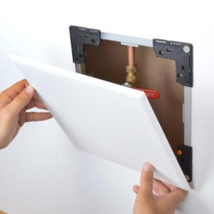 Panneau d'accès FlexiSnap à usage universel avec cadre ajustable et fermeture magnétique, aimants dissimulés, câbles de sécurité