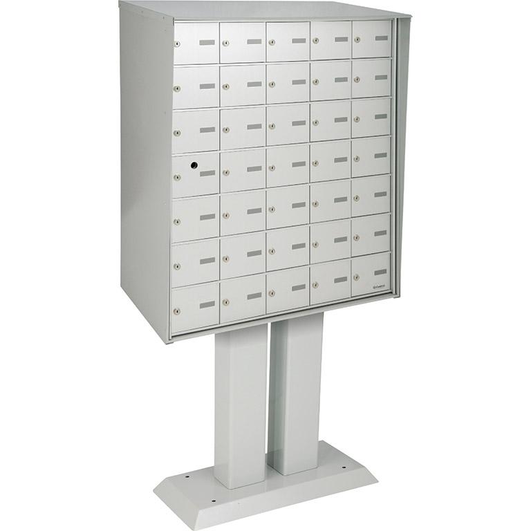Boîtes aux lettres horizontales à accès par l'avant, rencontre ou dépasse les normes de Poste Canada, modèle piédestal, à installer à l'extérieur d'un immeuble